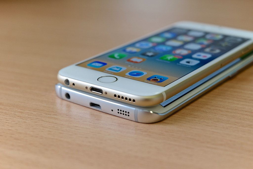Apple iPhone vs Samsung Galaxy S