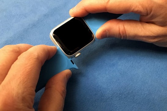 Removing Apple Watch straps